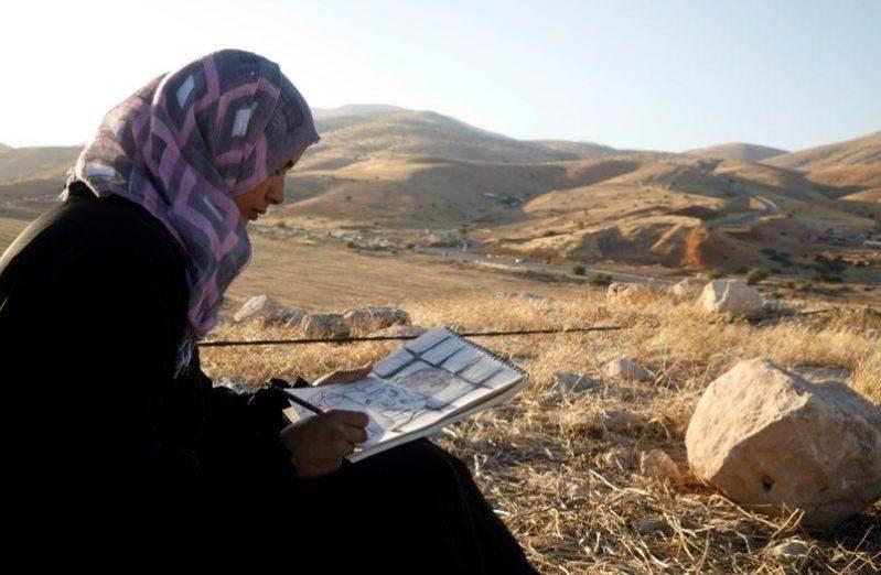 بالرسم.. فلسطينية تعبر عن مخاوفها من ضم الاحتلال لأراض بالضفة