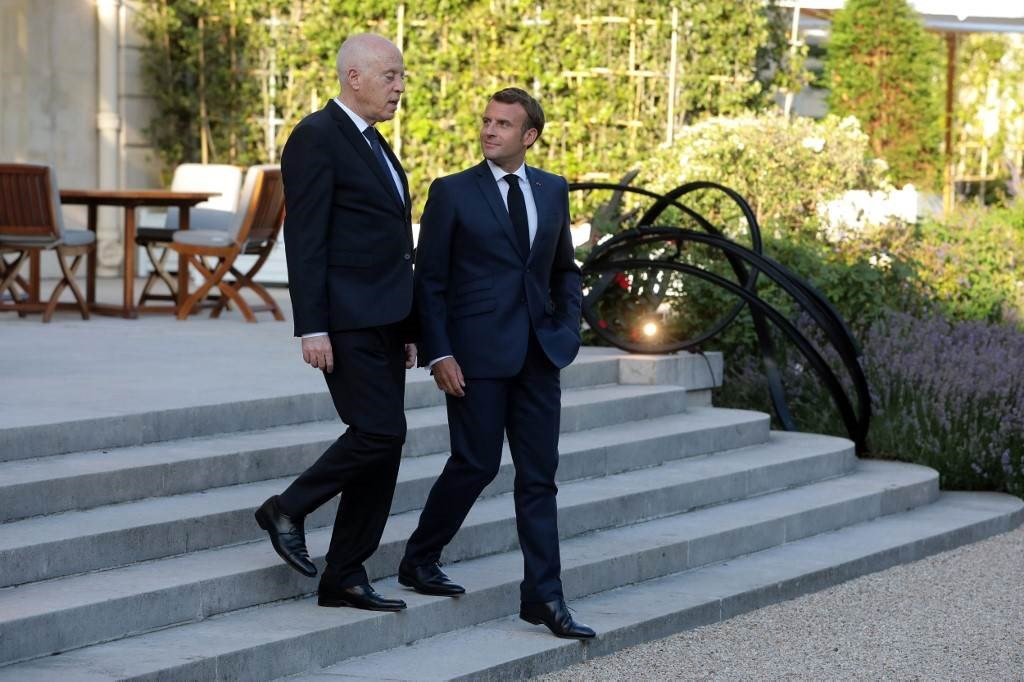 الرئيسان الفرنسي والتونسي بعد اجتماعهما في قصر الإليزيه في باريس (أ ف ب).