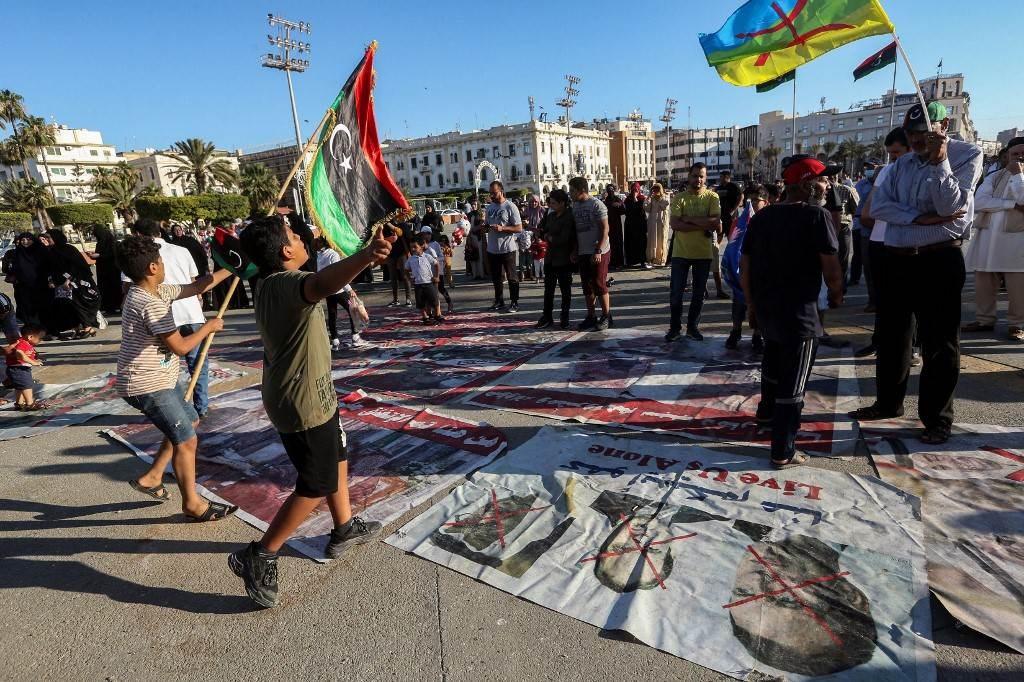 مظاهرة في ساحة الشهداء في وسط العاصمة الليبية طرابلس (ـأ ف ب).