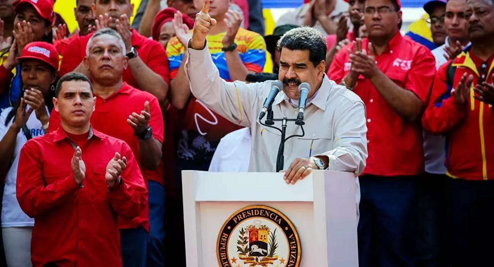 مادورو: الدستور الفنزويلي يتيح إمكانية لإجراء مثل هذا الاستفتاء عقب انقضاء نصف الولاية الرئاسية (سبوتنيك)