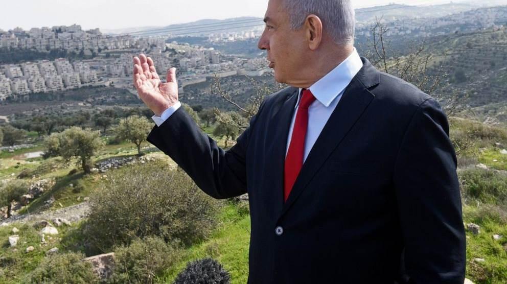 رئيس الوزراء الإسرائيلي بنيامين نتنياهو خلال زيارته منطقة في الضفة الغربية.