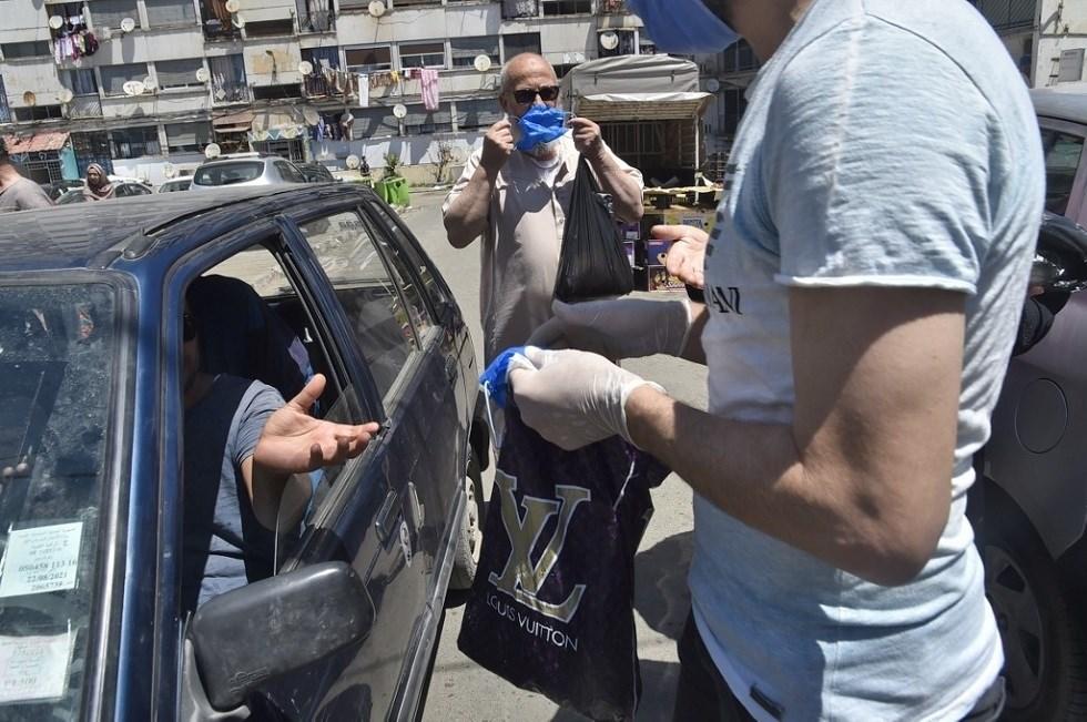 فرض وضع الكمامات منذ 24 أيار/مايو في الجزائر، ويعاقب المخالفون بغرامات كبيرة