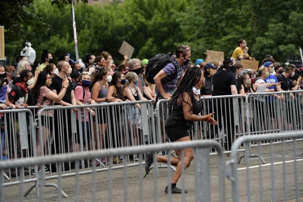 شهدت بوسطن تظاهرات سلمية لم تخل من صدامات مع الشرطة المحلية