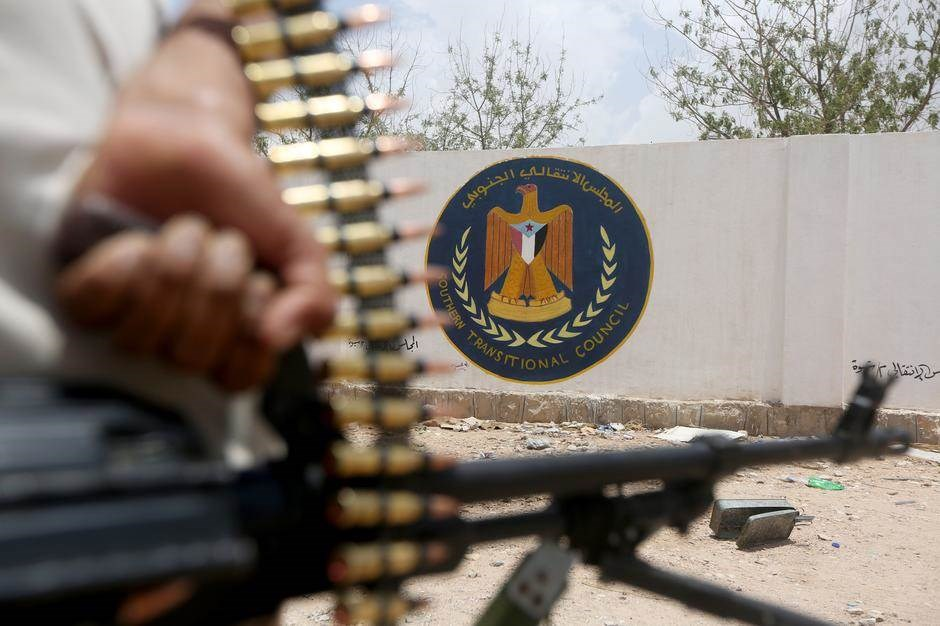تصاعد الاتهامات بين الرئيس اليمني والمجلس الانتقالي الجنوبي