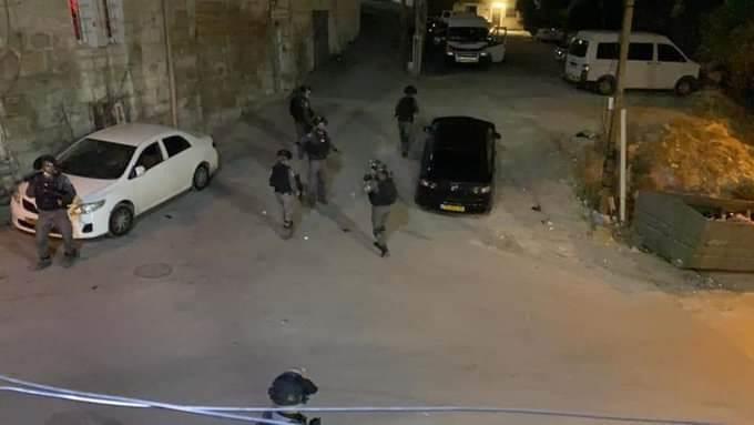 قوات الاحتلال تقتحم حيّ عبيد ببلدة العيساوية شمال شرق القدس المحتلة