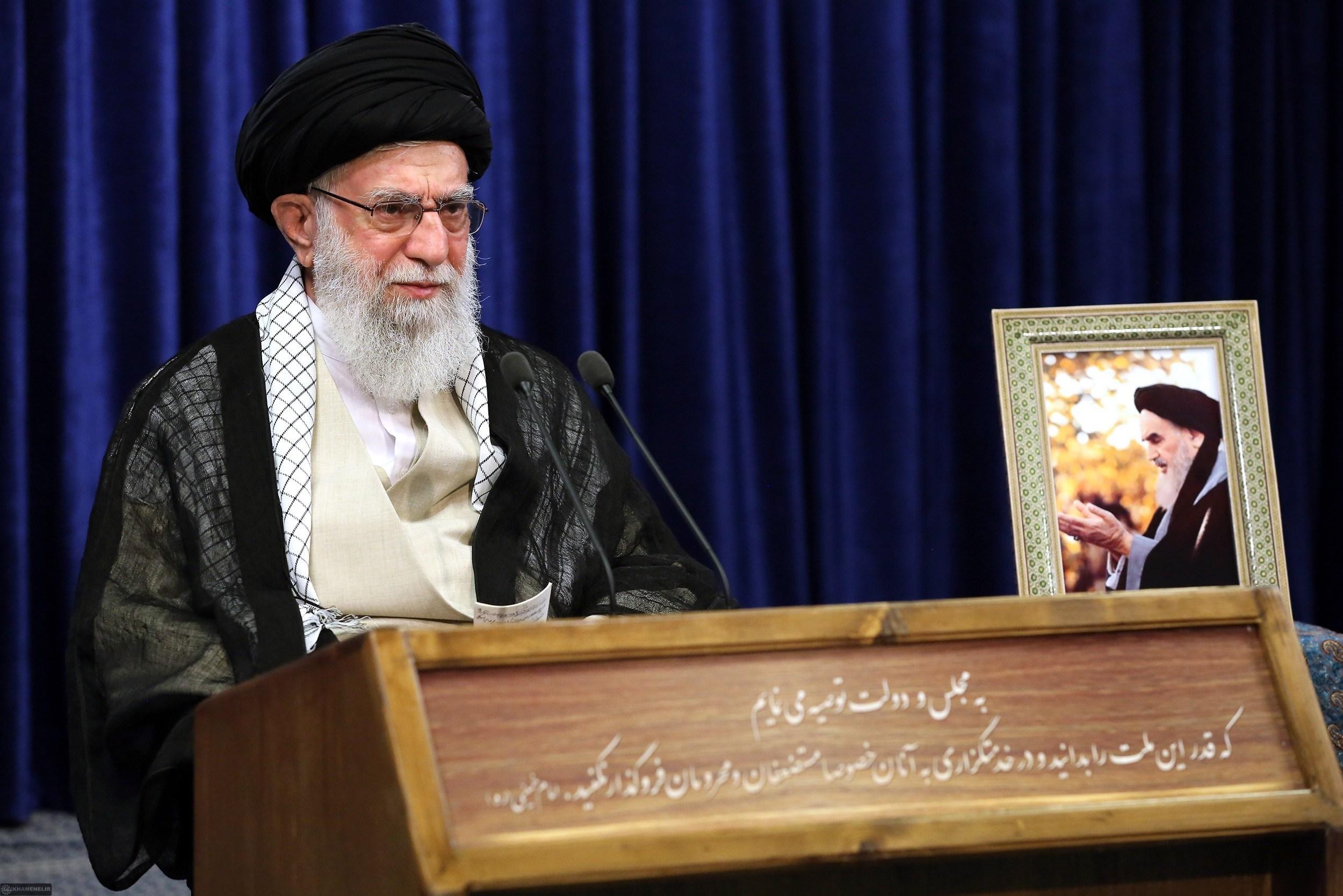 السيد خامنئي: تعامل أميركا مع فلويد تطبقه في سوريا وغيرها من البلدان