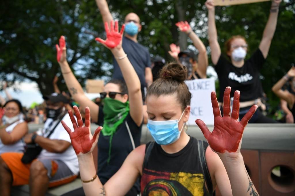 الاحتجاجات تشعل شوارع الولايات الأميركية... وإسبر لا يرى ضرورة للجيش
