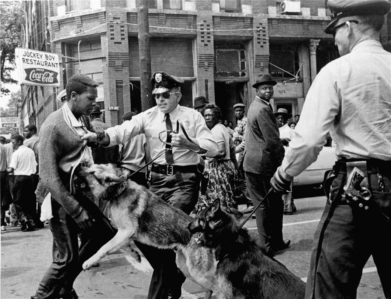 """العنصرية الأميركية.. عن رأسمالية بلا """"ماكياج"""""""