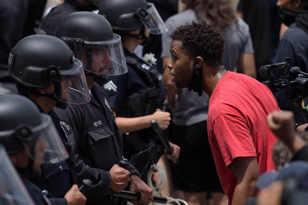 العنصرية الأميركية متجذرة.. وترامب يحاول تأجيجها لمصلحته