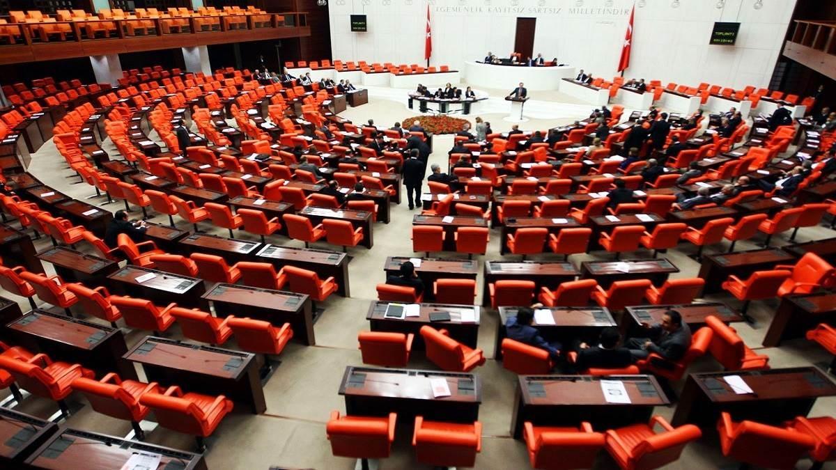 السلطات التركية تعتقل ثلاثة نواب معارضين وترفع الحصانة عنهم