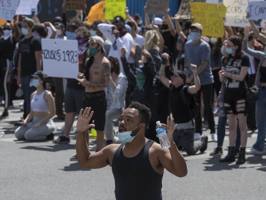 """إخفاقات مدوية لترامب قبل """"بوعزيزي"""" الأميركي... نعم """"نريد أن نتنفس""""!"""