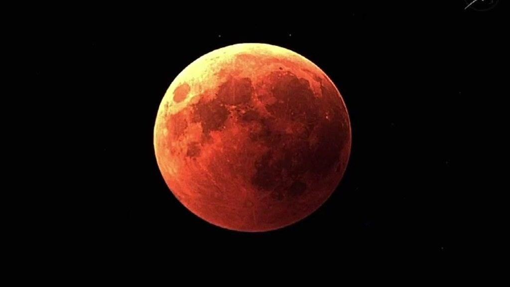 شاهدوا خسوف القمر الليلة!