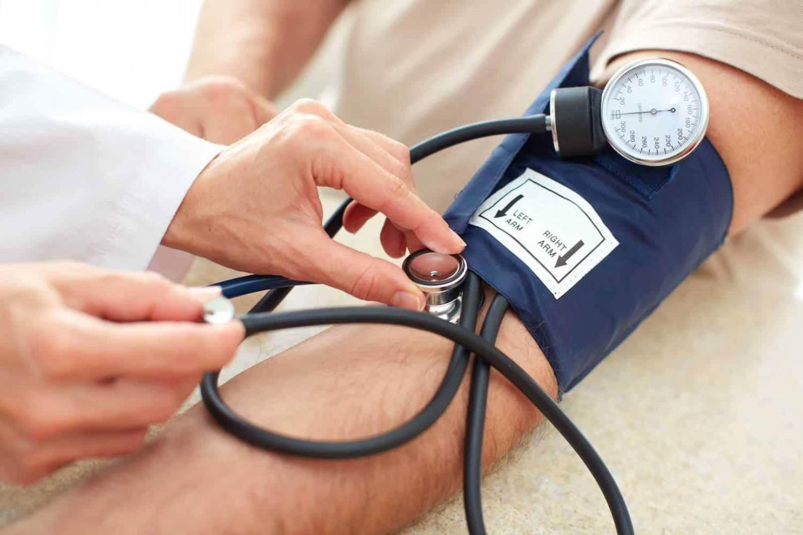 احتمال الوفاة بكوفيد-19 أعلى بمرتين لدى مرضى ضغط الدم