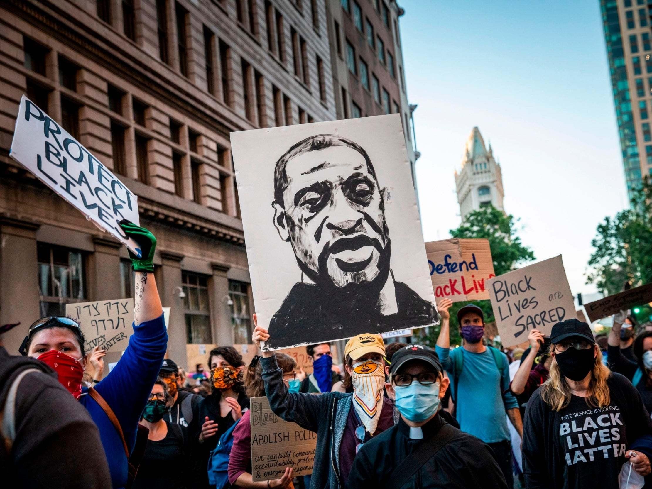 تظاهرة حاشدة أمام البيت الأبيض.. واحتجاجات عالمية مماثلة