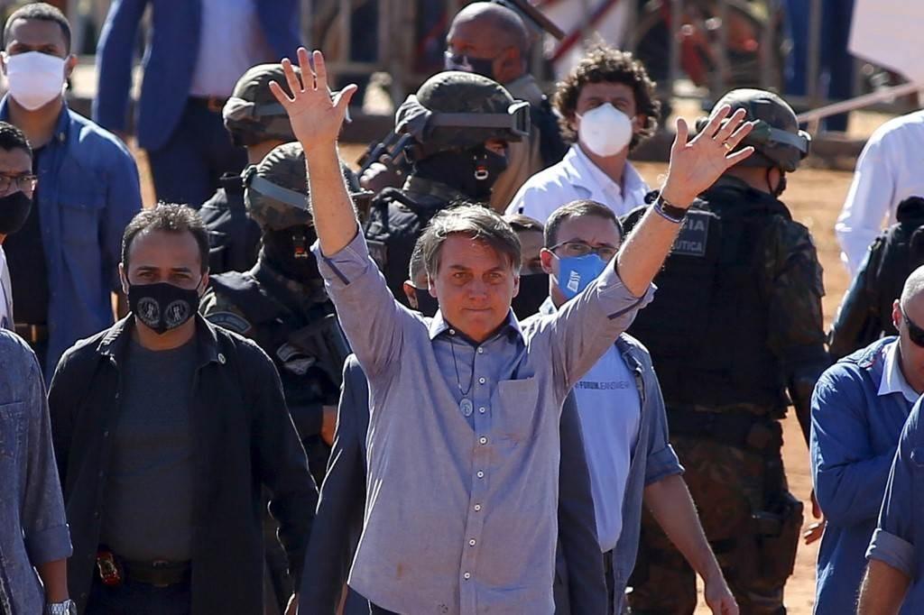 """بولسونارو يصف المحتجين ضد سياسته بـ""""البلطجية والإرهابيين"""""""