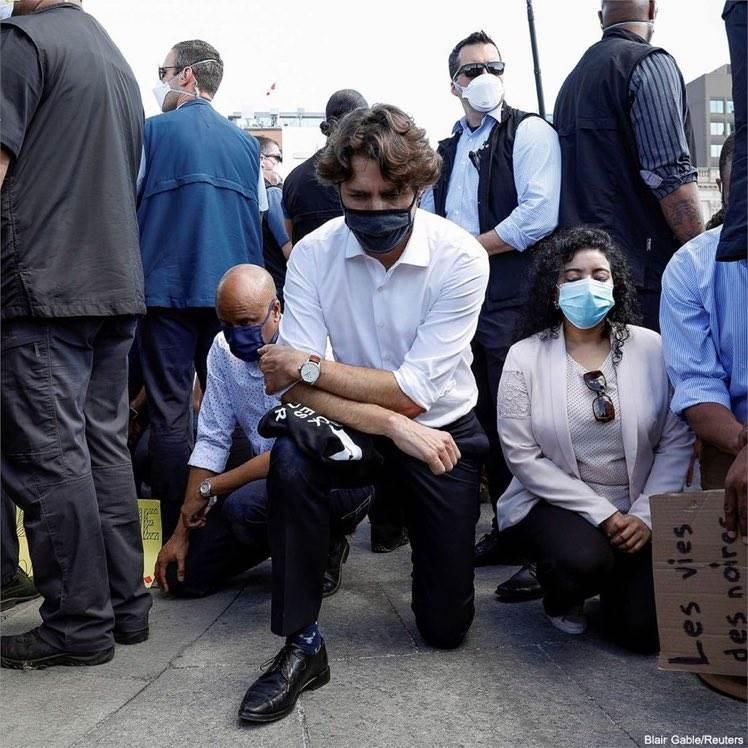 توسّع التظاهرات عالمياً ضد العنصرية وترودو يجثو على ركبته تضامناً مع الضحايا