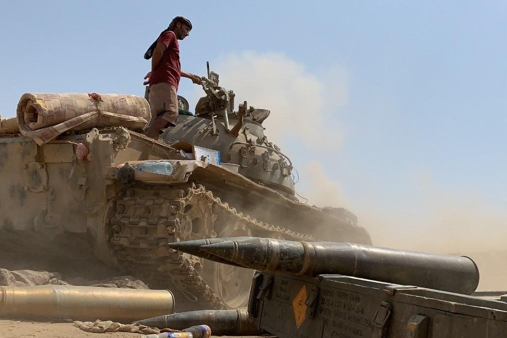 احتدام المعارك في مأرب وأبين وقوّات التحالف تكثّف ضرباتها الجويّة