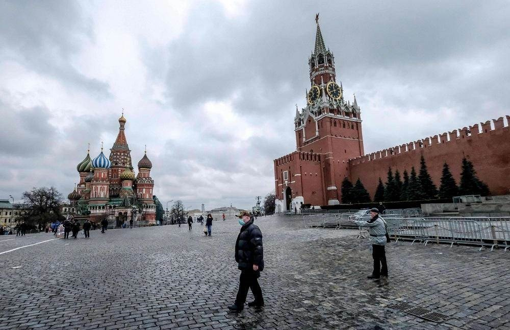 روسيا تعيد فتح حدودها جزئياً وأكثر من 8 آلاف إصابة جديدة
