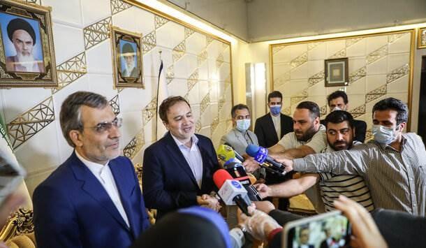 العالِم مجيد طاهري في طهران بعد اعتقاله في الولايات المتحدة