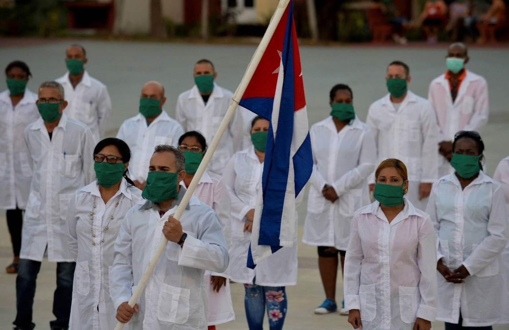بعد إتمام مهامهم.. عودة أطباء كوبيين من إيطاليا