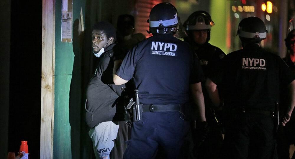 20 طلقة... الشرطة الأميركية تطلق وابلاً من الرصاص وتقتل شاباً
