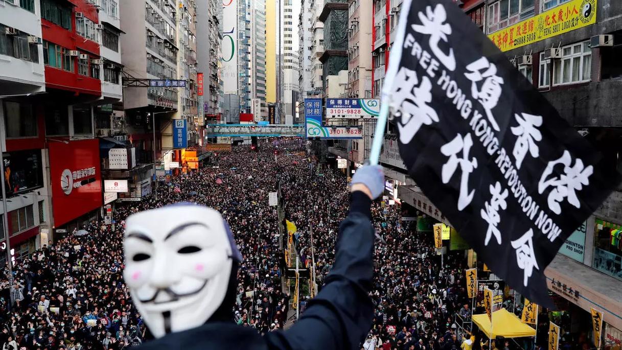 عام على احتجاجات هونغ كونغ.. آلاف المتظاهرين يخرجون للمطالبة بالديمقراطية