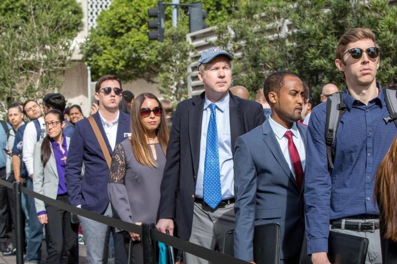 أفادت تقارير لوزارة العمل الأميركية بأن جائحة كورونا دمّرت 20.5 مليون وظيفة أميركية خلال شهر نيسان/أبريل فقط