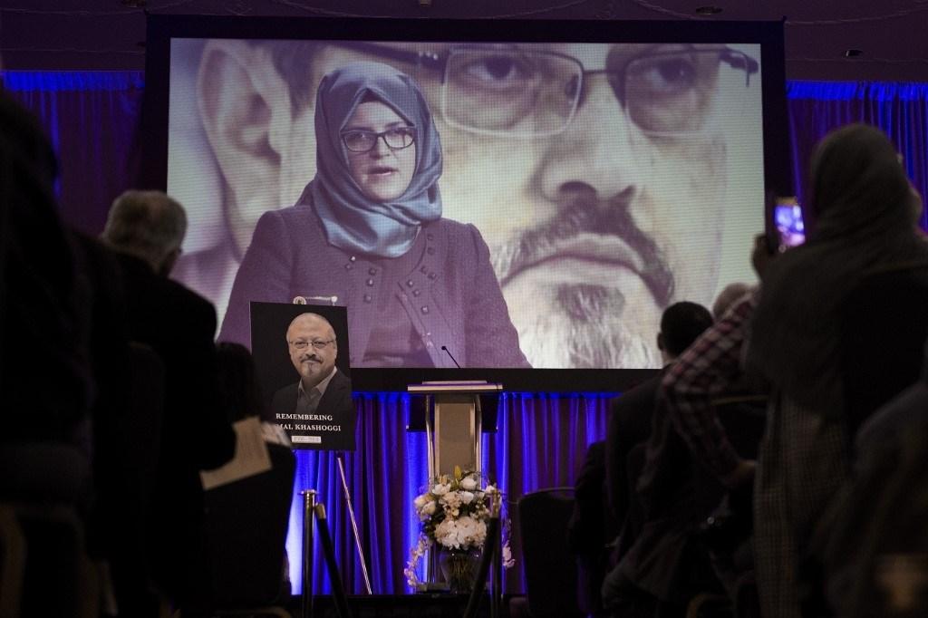 خطيبة جمال خاشقجي التركيّة خلال كلمة عنه في نوفمبر 2018 في واشنطن (أ.ف.ب)