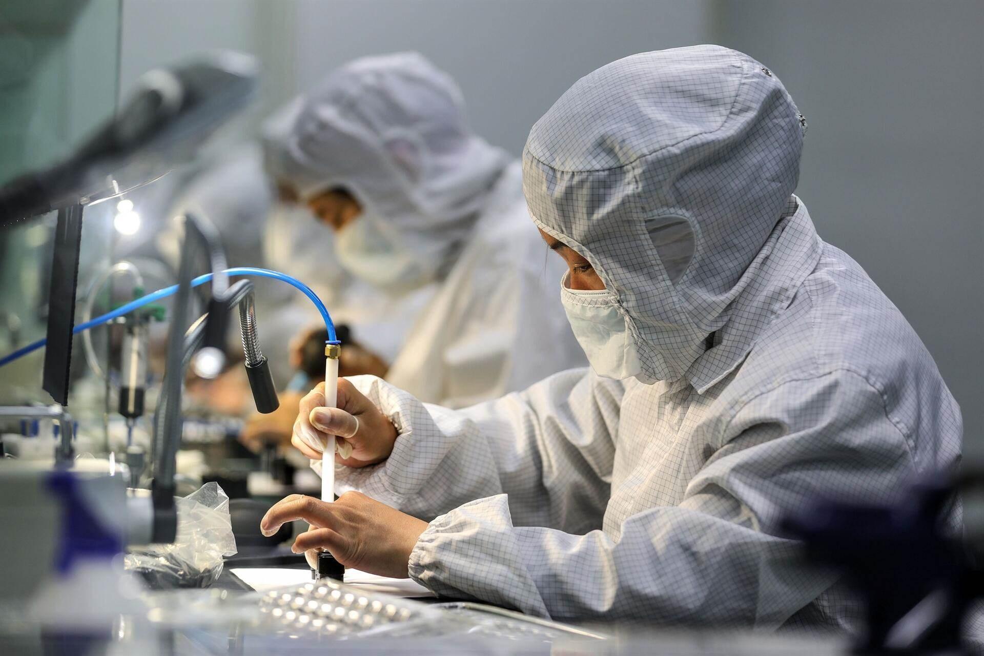 أودى فيروس كورونا المستجد بما لا يقل عن 550 ألف شخص في العالم