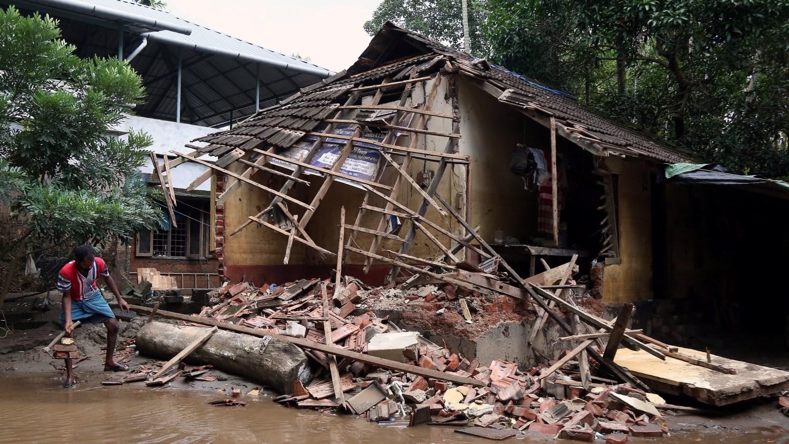 تسبب الأمطار الموسمية في نيبال انهيارات في التربة وفيضانات