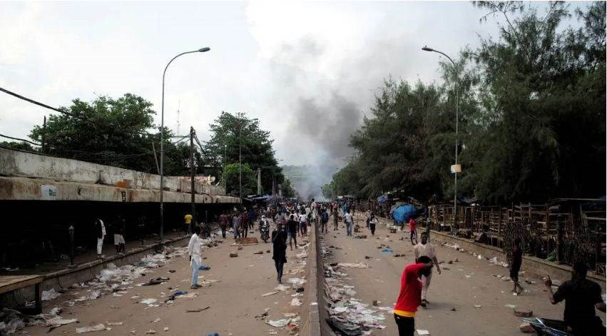 تحولت المظاهرات في باماكو إلى حالة من الفوضى
