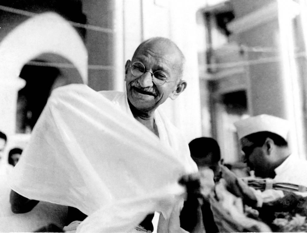 يرى المراقبون أن غاندي لو كان على قيد الحياة اليوم، لكان من أول المشاركين في احتجاجات الشباب اليافع في انتفاضة