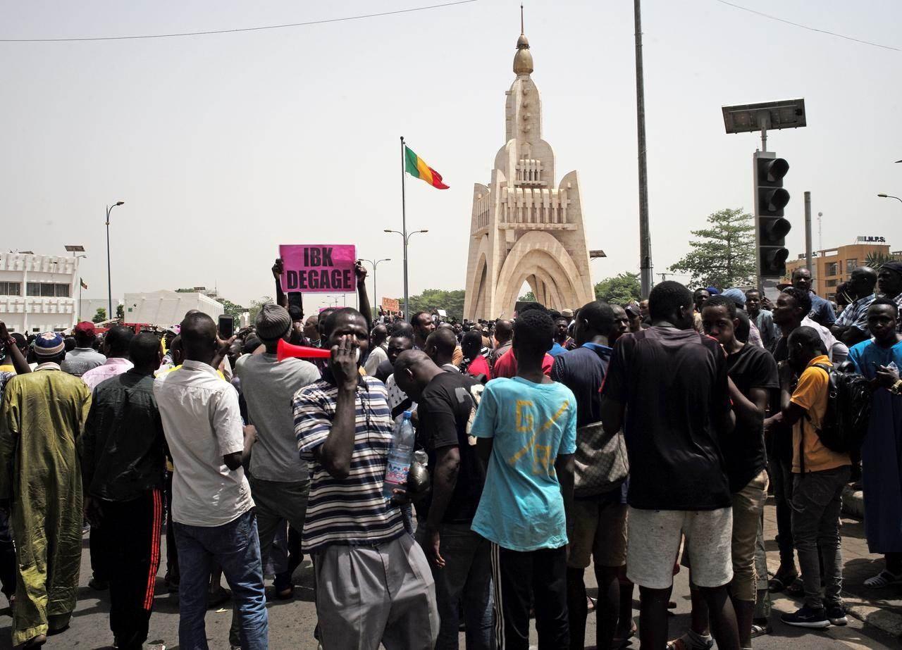 خرجت الاحتجاجات في مالي بعدما رفض التحالف عروض الرئيس لحل المأزق السياسي الذي تفجر عقب الانتخابات التشريعية