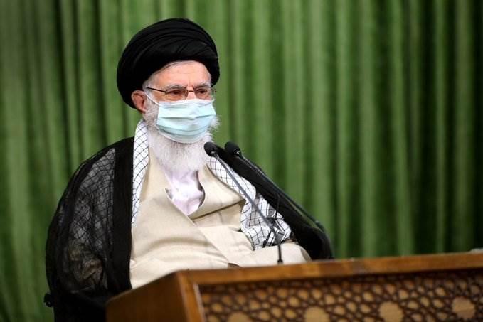 السيد خامنئي: لدي يقين بأن إيران ستتغلب على مشاكلها الاقتصادية