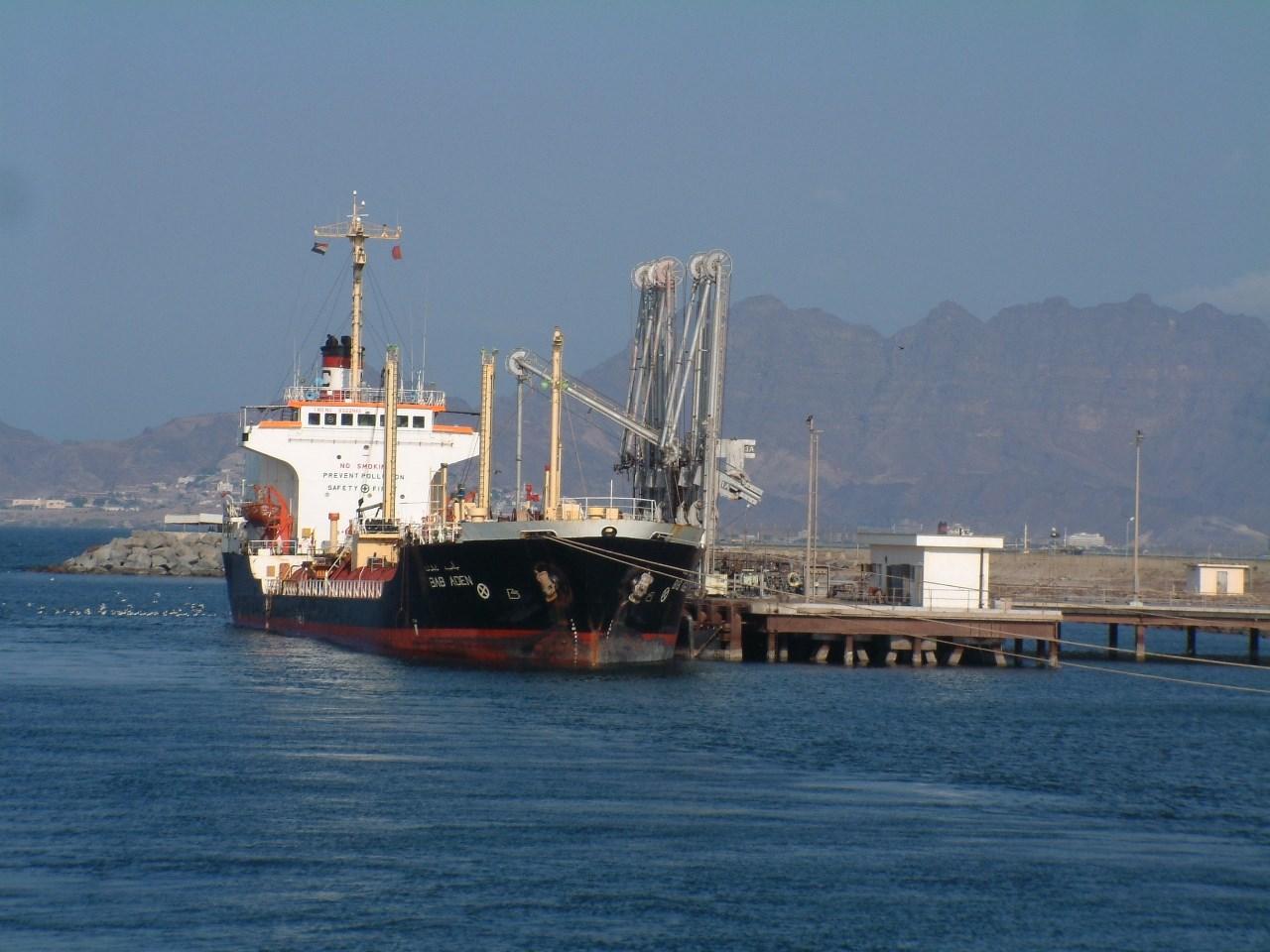 احتجاز سفن في الحديدة