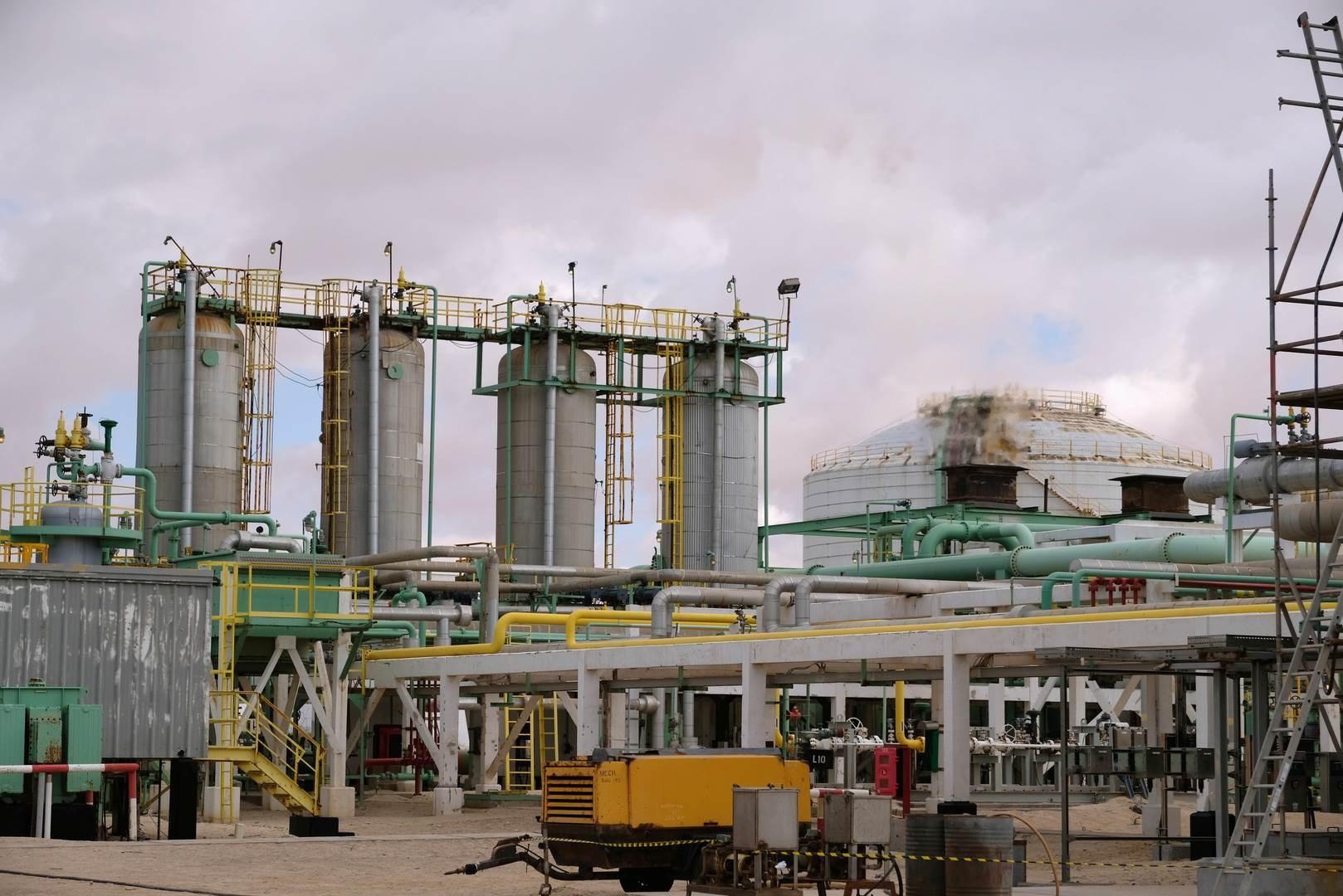 بلغت الخسائر الناجمة عن إغلاق الموانئ النفطية منذ 19 كانون الثاني/يناير الماضي، نحو 5 مليارات دولار