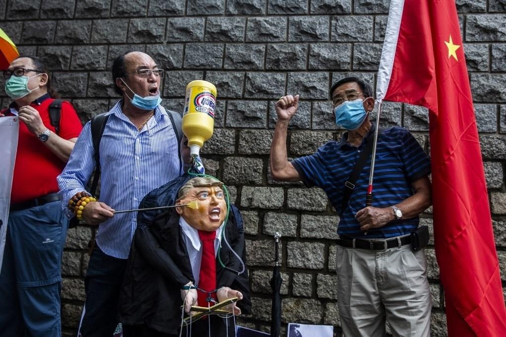 من مظاهرة ضد سياسات الولايات المتحدة ضد الصين في هونغ كونغ خلال شهر أيار/مايو الماضي (أ.ف.ب)