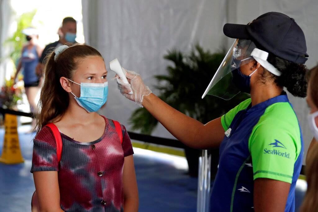 بدأت فلوريدا منذ أيار/ مايو الماضي، برفع القيود المفروضة بسبب انتشار فيروس كورونا