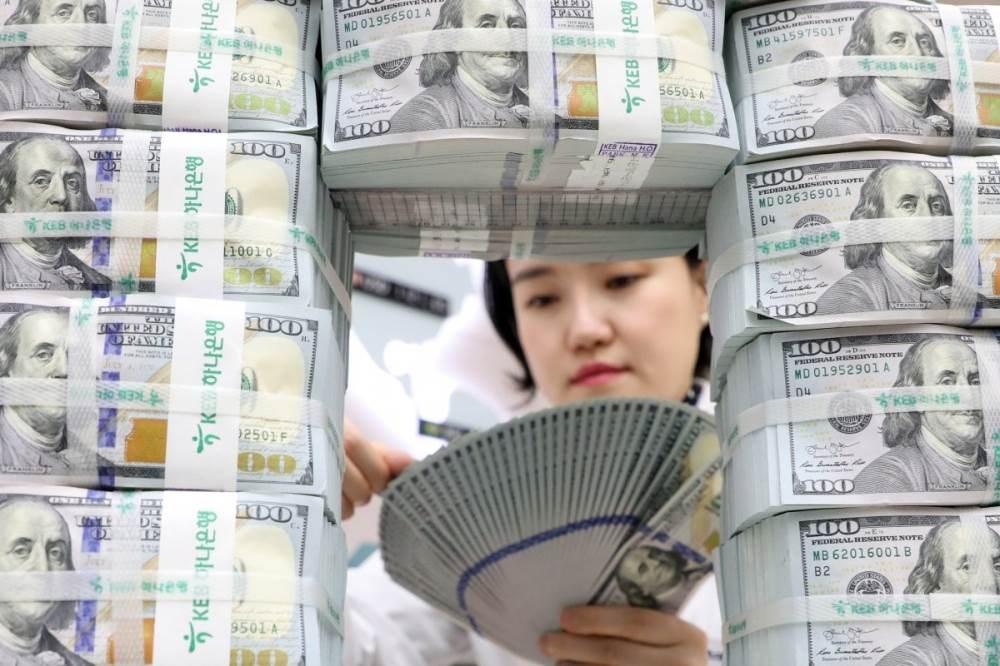 نزل مؤشر يقيس أداء العملة الأميركية أمام سلة من العملات الرئيسية 0.2 بالمئة