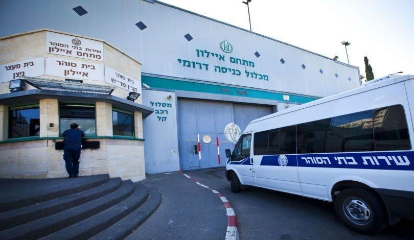 إدارة سجون الاحتلال تبلغ الأسرى أن نتائج عينات الأسرى المرضى في سجن