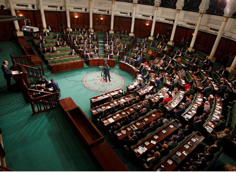 رئيس الحكومة إلياس الفخفاخ متحدثاً في جلسة لمجلس النواب التونسي فبراير الماضي (رويترز)