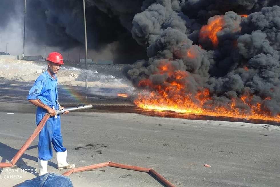 اندلاع حريق كبير في أول طريق القاهرة - الإسماعيلية الصحراوي بسبب تسرب مادة المازوت