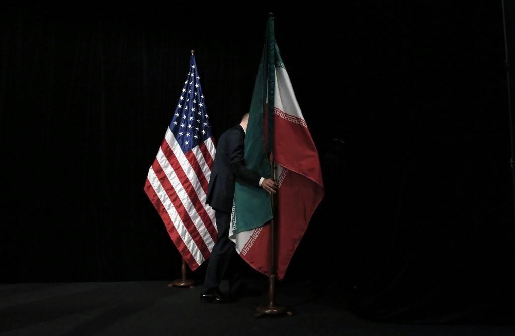 العلمين الإيراني والأميركي في مركز المفاوضات النووية في فيينا يوم 14 يوليو 2015 (أ.ف.ب)