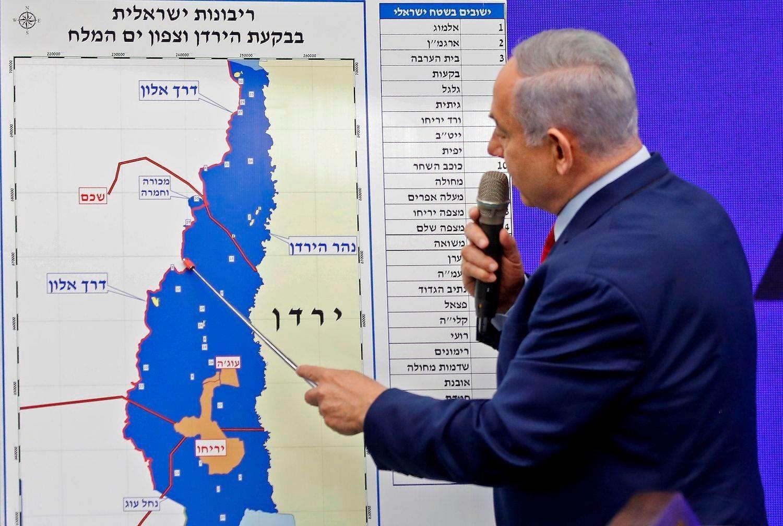 نتنياهو يشير إلى خريطة لوادي الأردن 2019 (أ ف ب).