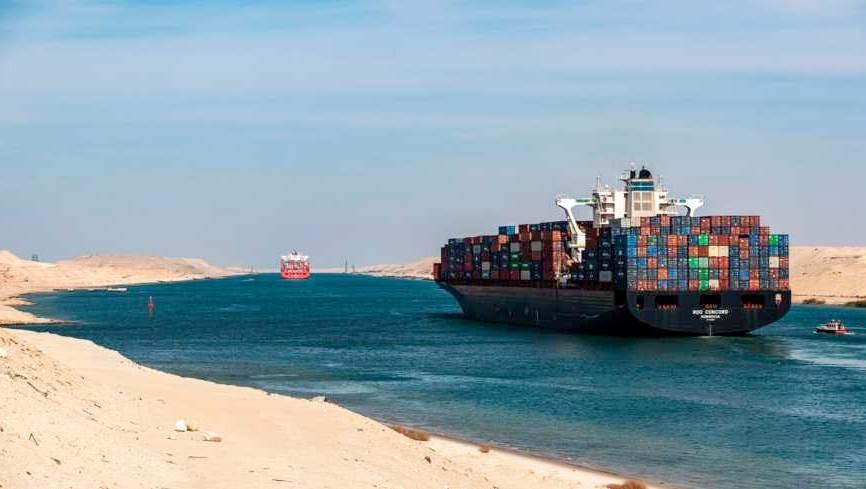 سفينة تعبر قناة السويس في صورة تعود إلى تشرين الثاني / نوفمبر 2019.