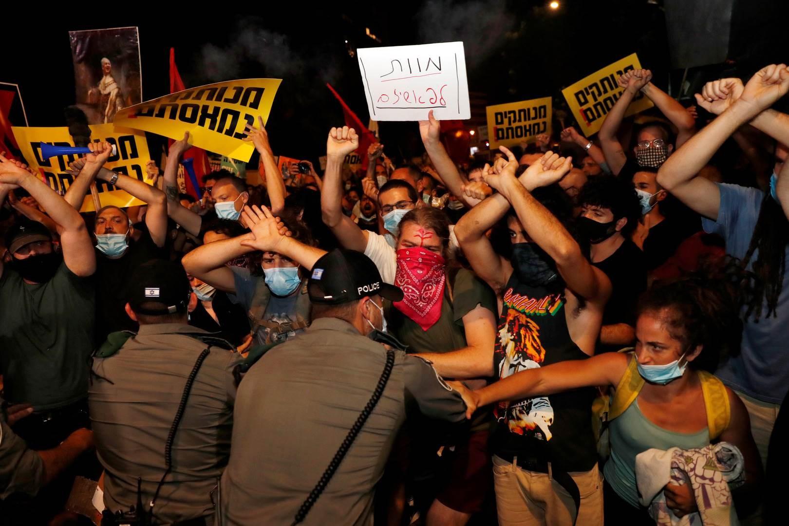 الإسرائيليون يتظاهرون للمطالبة باستقالة نتنياهو