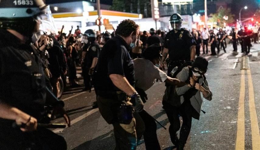 يتصاعد عنف الشرطة الأميركية لقمع الاحتجاجات بناء على أوامر من الرئيس الأميركي