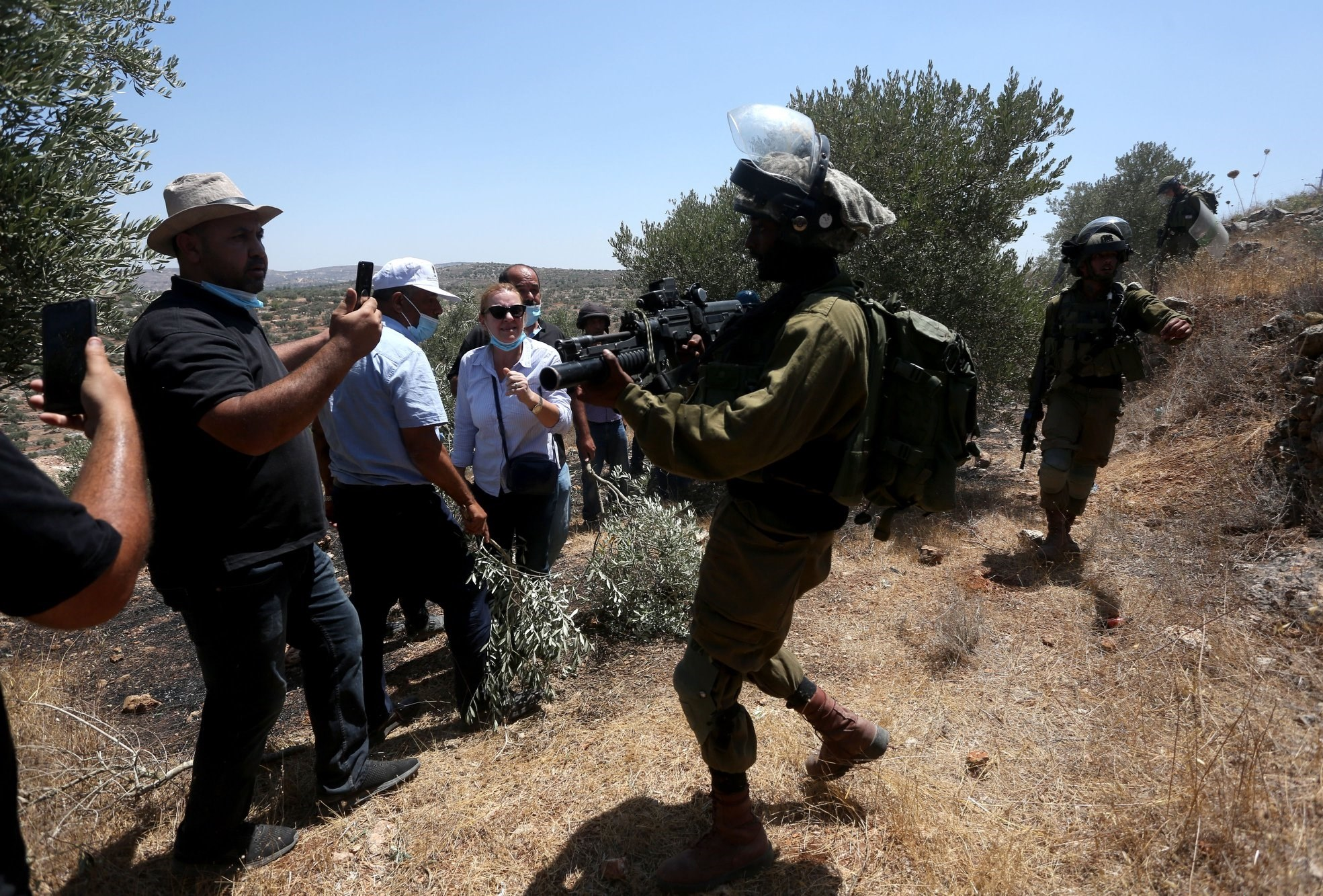 إصابات بالاختناق خلال قمع الاحتلال مسيرة مناهضة للاستيطان في منطقة جبل صبيح جنوب نابلس
