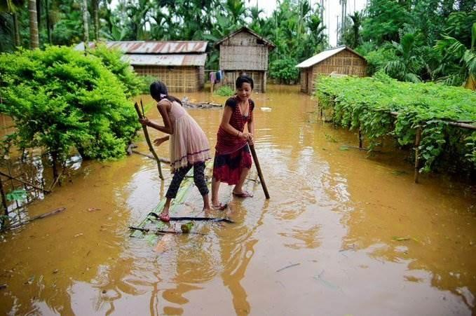 فيضانات كبيرة بسبب الأمطار الموسمية أدت لمقتل 189 شخصاً (رويترز).