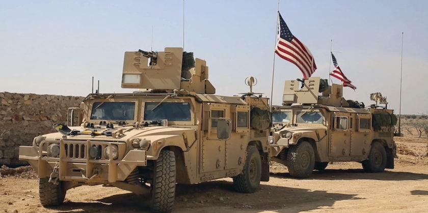 رتلاً للجيش الأميركي مؤلفاً من 10 شاحنات محملة بتعزيزات عسكرية ولوجستية ترافقها 8 عربات عسكرية، اتجه إلى قاعدة تل بيدر غير الشرعية بريف الحسكة الشمالي
